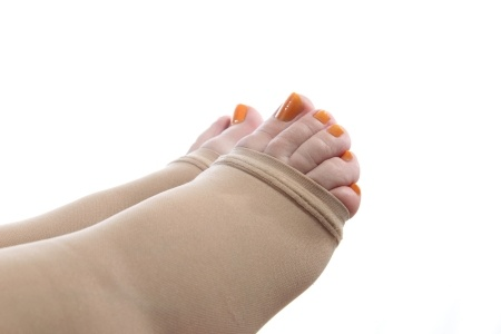 compression therapy promotes healing foot wounds